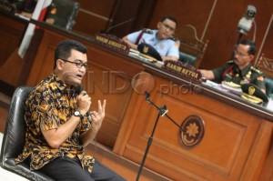 Reza Indragiri Amriel saat memberikan Keterangan saksi ahli forensik sidang Cebongan (sumber: sindonews.com)